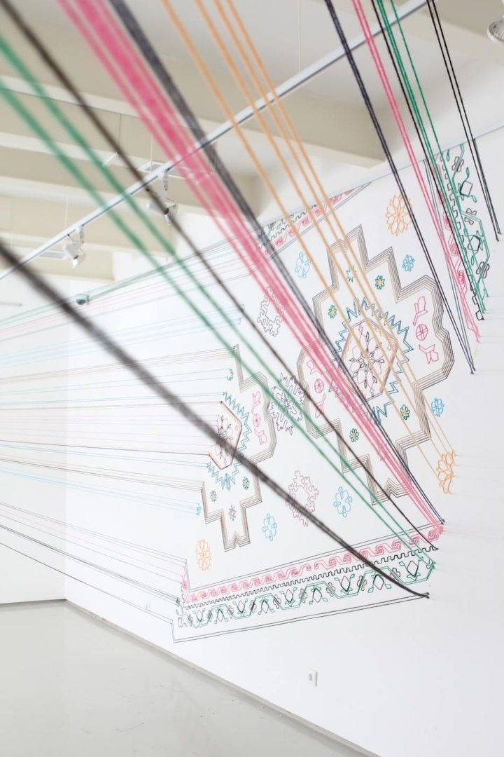 Faig Ahmed – Moderner Künstler auf traditionellem Teppich