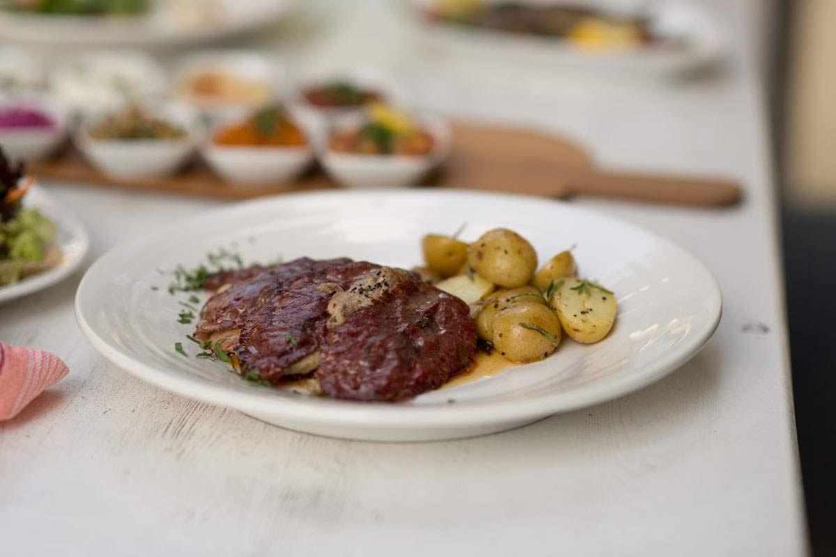 Kalbsfleisch mit Pastırma Schinken + Champignonsauce