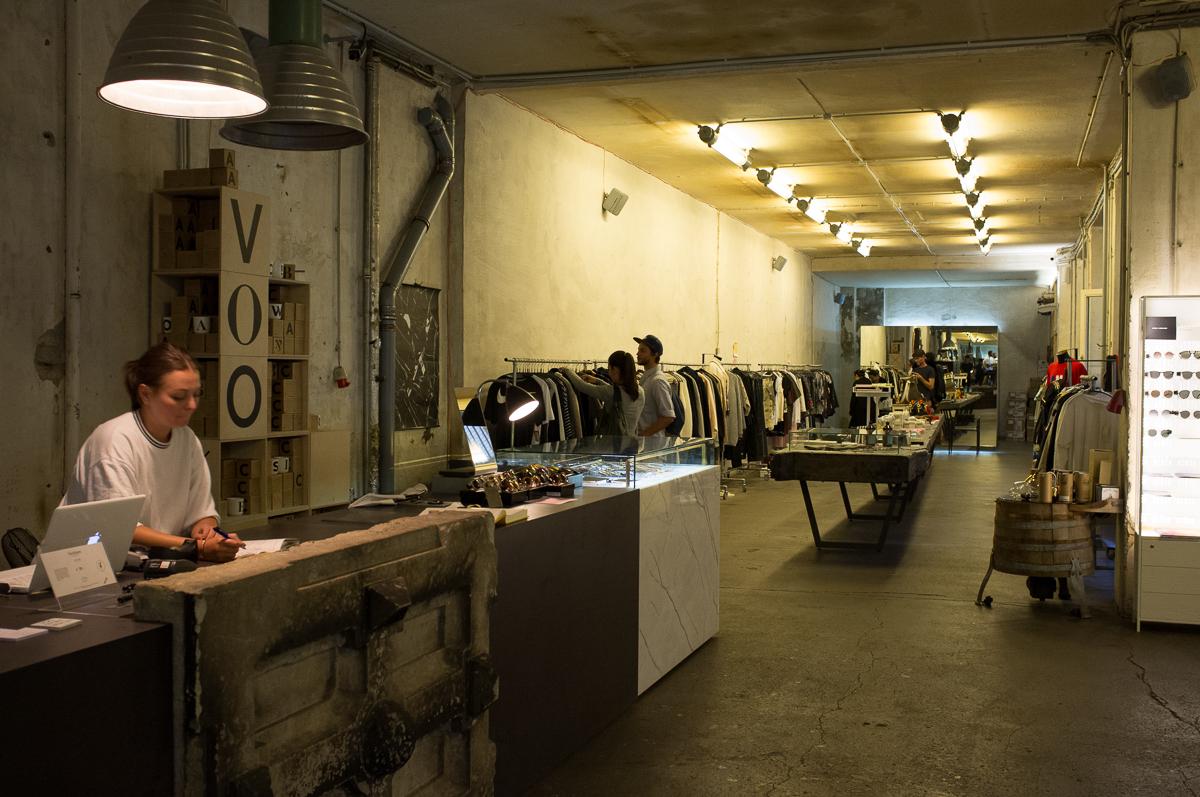 Visiting Voo Store - renk.