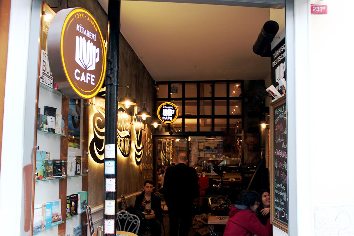 Foto1_buchhandlungcafe_Eingang.renk