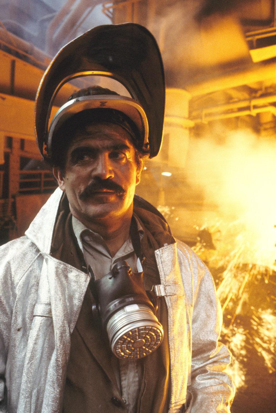 Ein türkischer Stahlarbeiter am Hochofen bei ThyssenKrupp, Duisburg